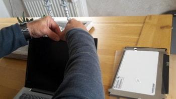 レノボ ideapad s320 液晶パネルの枠を付ける方法