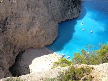 ギリシャ ザキントス島 ナバジョ湾