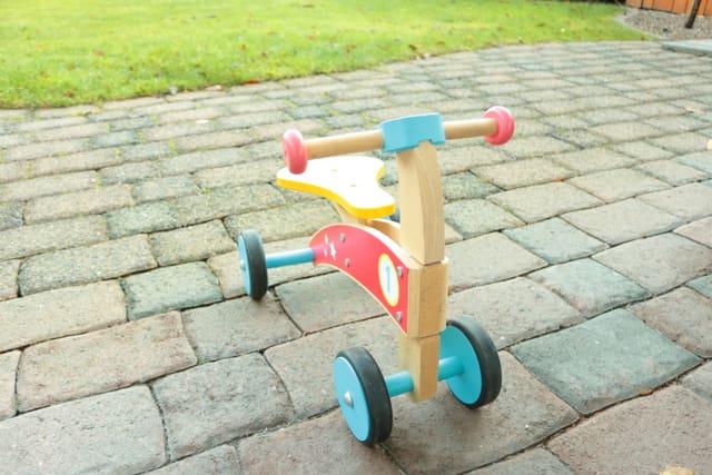 ドイツで人気 木のおもちゃ 木の自転車