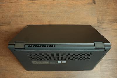Lenovo Ideapad flex 550の排気口