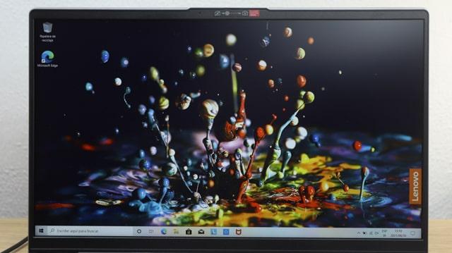Lenovo IdeaPad Slim 550i 15のディスプレイ