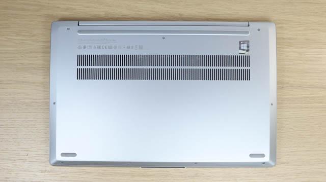 Lenovo IdeaPad Slim 550i 15 底面