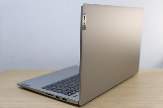 Lenovo IdeaPad Slim 550i 15 背面