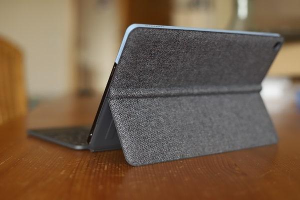 Lenovo Ideapad duet Chromebookの外観・後ろから撮影