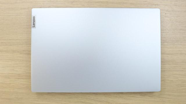 Lenovo IdeaPad Slim 550i 15 天板