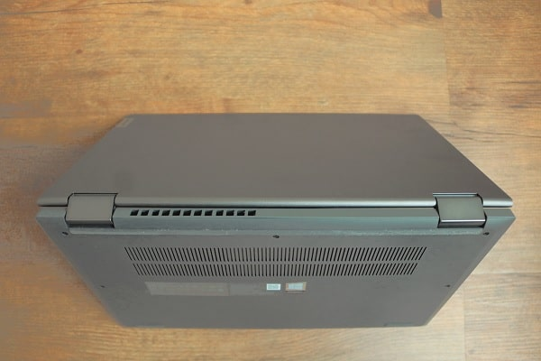 Lenovo IdeaPad Flex 550 14 AMDのヒンジ部分の排気口