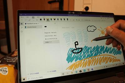 Lenovo Ideapad flex 550 デジタルペンで絵を描いている所
