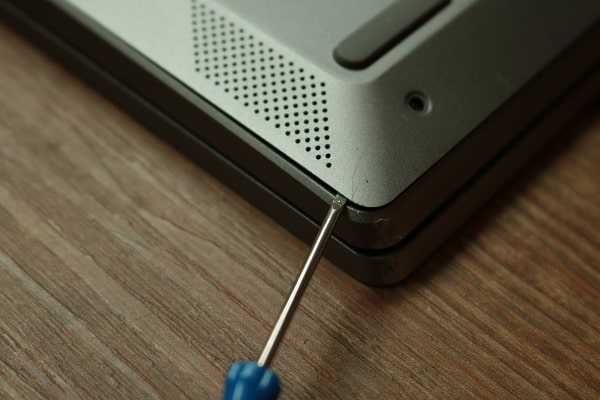Lenovo ideapad s540メモリ交換方法・背面カバーの外し方