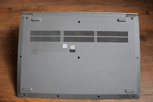 Lenovo Ideapad S145 15の底面