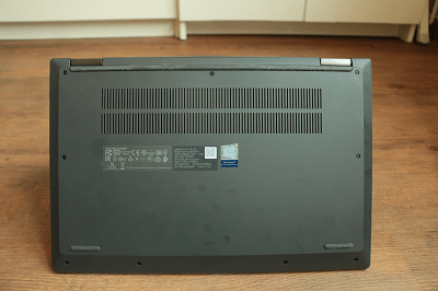 Lenovo Ideapad flex 550の排気口・底面