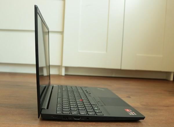 Lenovo thinkpad E15 gen 2の外観・横から撮影