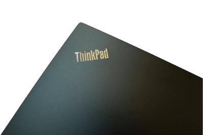 Lenovo ThinkPad L14 Gen 1(AMD)の天板ロゴ