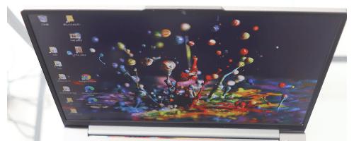 Lenovo ThinkBook 13s Gen 2の視野角 上から見たディスプレイ