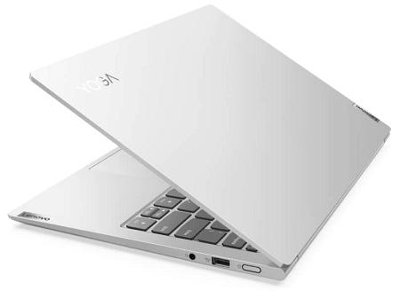 Lenovo Yoga Slim 750i Pro ディスプレイを半分閉じた状態