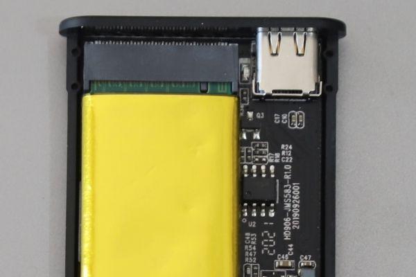SSDをケースに入れる方法