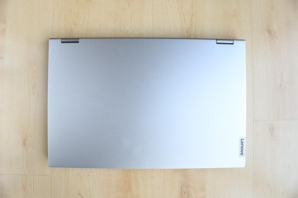 Lenovo IdeaPad Flex 550 15.6型(AMD Ryzen 5000シリーズ) の天板