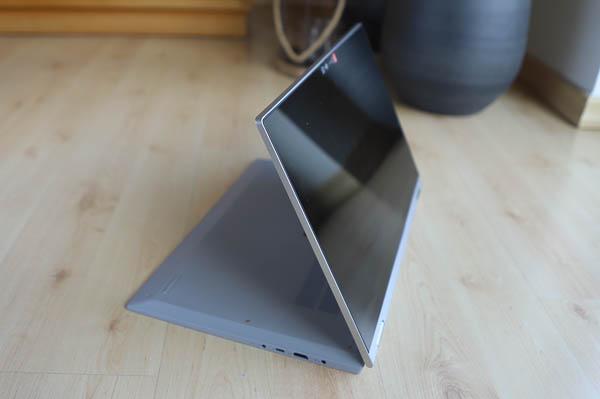 Lenovo IdeaPad Flex 550 15.6型(AMD Ryzen 5000シリーズ)  スタンドモード