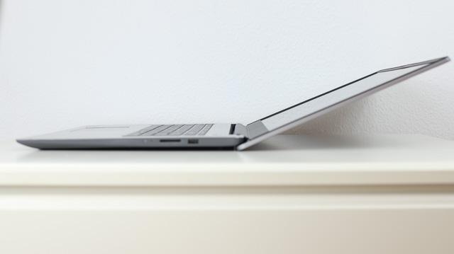 lenovo IdeaPad Slim 360 (17)のディスプレイが開く最大角度