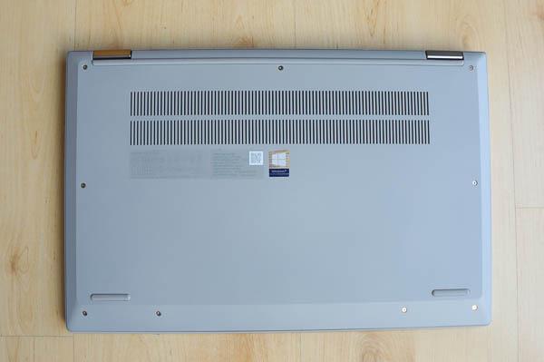 Lenovo IdeaPad Flex 550 15.6型(AMD Ryzen 5000シリーズ)  底面