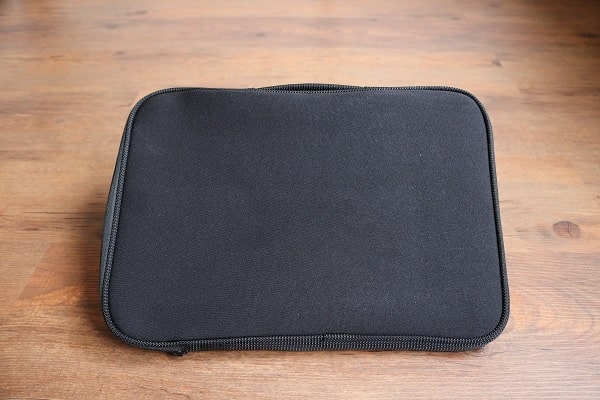 ThinkPad 13インチ スリーブケース 背面写真
