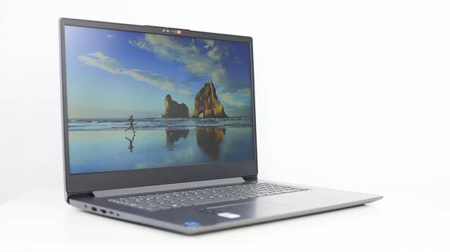 Lenovo IdeaPad slim 360i 17 左斜め前から