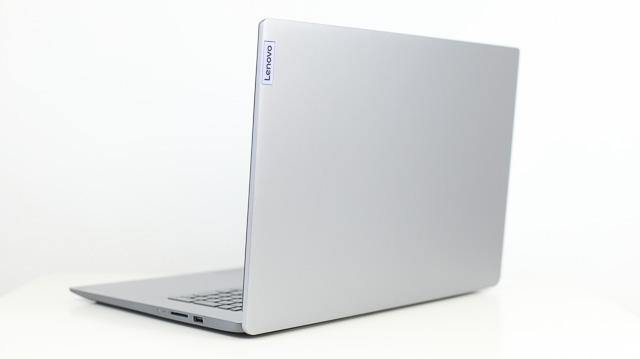 Lenovo IdeaPad slim 360i 17 背面