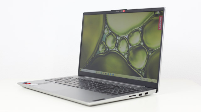 Lenovo Ideapad Slim 550 AMD Ryzen 5000シリーズ 斜め前から