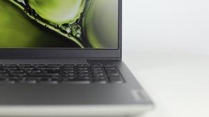 Lenovo Ideapad Slim 550 AMD 15のベゼル