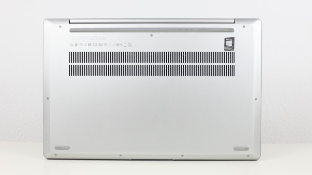 Lenovo Ideapad Slim 550 AMD Ryzen 5000シリーズ 底面