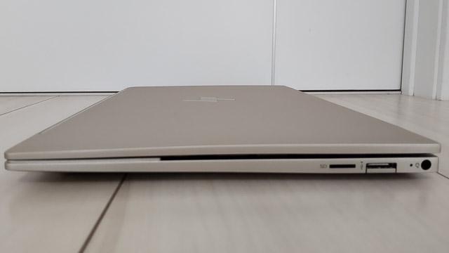 HP Envy 13-ba0000の右側面インターフェース