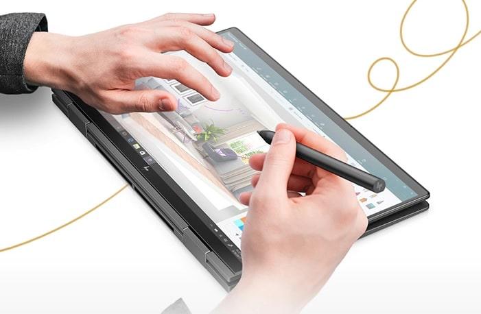 HP Envy x360 13 タブレットモードで書き込みをしている