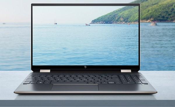 HP Spectre x360 15の外観・正面
