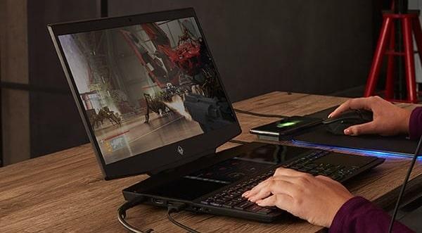 HP OMEN X 2S 15の外観・ゲームをしているところ
