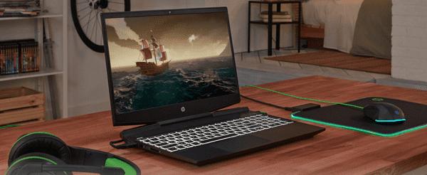 HP Pavilion Gaming 15(インテル)の外観・ゲームをしているところ