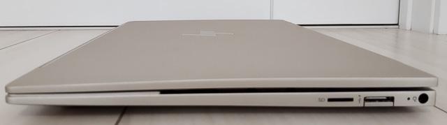 HP Envy 13-ba1000の側面