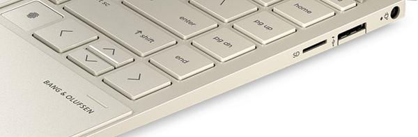 HP Envy x360(インテル)の右側面