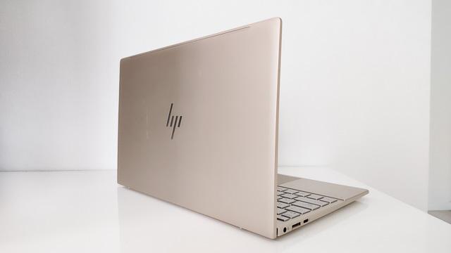HP Envy 13-ba1000の背面