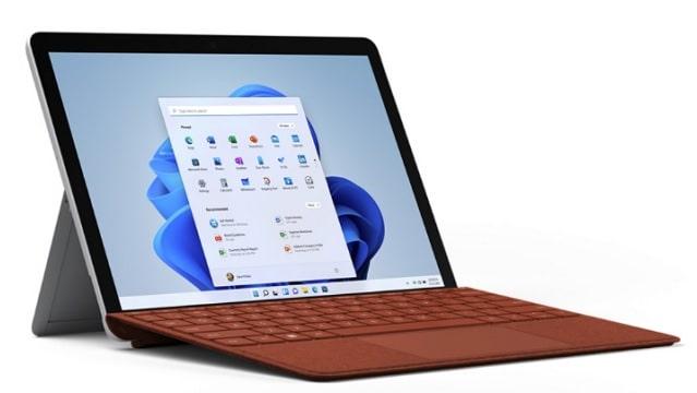 Surface Go 3 キーボード付き 左斜め前から