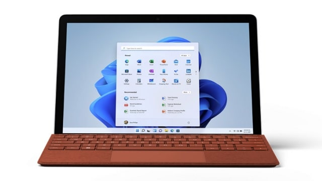 Surface Go 3 キーボード付き 正面